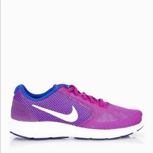 Nike Revolution 3's